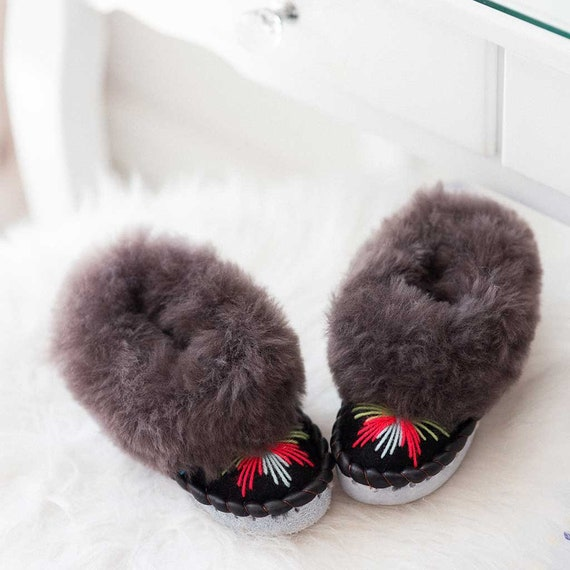 The orginal sheepes Slippers,Winter slippers,Gift for women,Women slippers,Fur slippers,Christmas gift,Slippers women,Leather slippers.