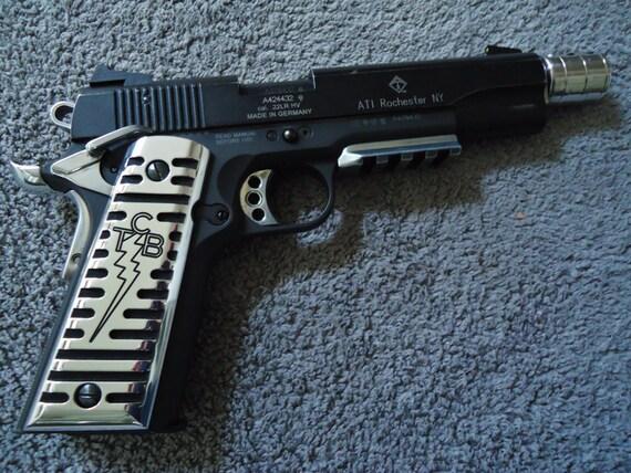 Maison De Poupées Paire De Argent Pistolets