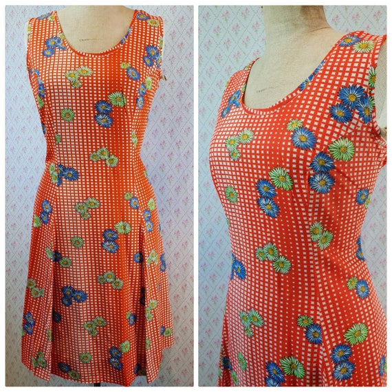 Wonderful vintage 1970's tomato red daisy floral p