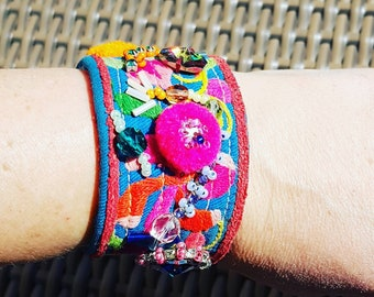 047d19452dd0 Pulsera joya bordada a mano con cristal swarovsky abalorios. Única. Hand  made. Ethnic bracelet with cristal and beads. Colorful. Special.