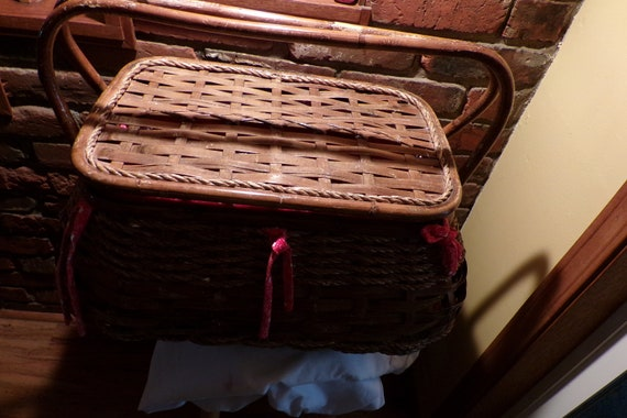 Vintage Bamboo Wicker Wood Picnic Basket, 1970's p
