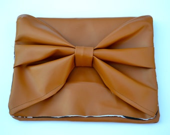 Tan Leatherette Bow Front Clutch Large