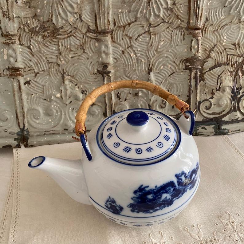 Lovely Vintage Asian Inspired Ceramic Blue /& White  Teapot