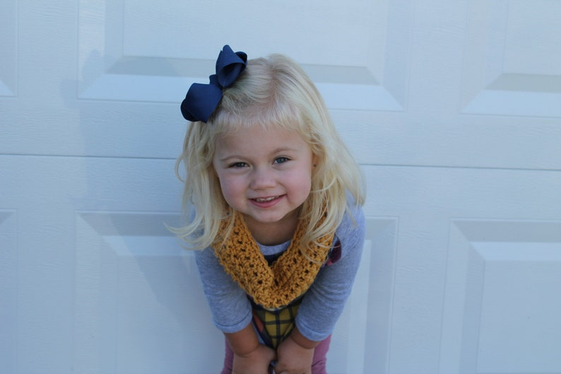 The Mini Minnie Scarf / Girl's Crochet Scarf / Chunky Cowl image 0