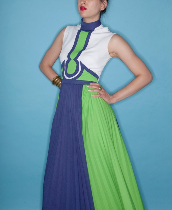 Vintage 70s Op-Art Goddess Blue & Green Goddess Pl