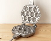 Cast iron waffle iron Walnut mold Cookie cutter Woodland treats Cookie pan Baking supply Waffer maker Vintage bakeware