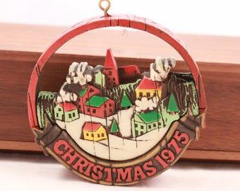 Hallmark 1975 Loose Keepsake Ornament ~Peace On Earth ~ Ornament.