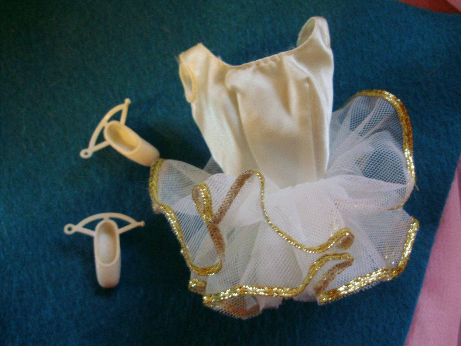 1976 mod barbie *white ballet outfit* #9093 white satin tutu & ankle strap ballerina slippers -vintage squishy shoes