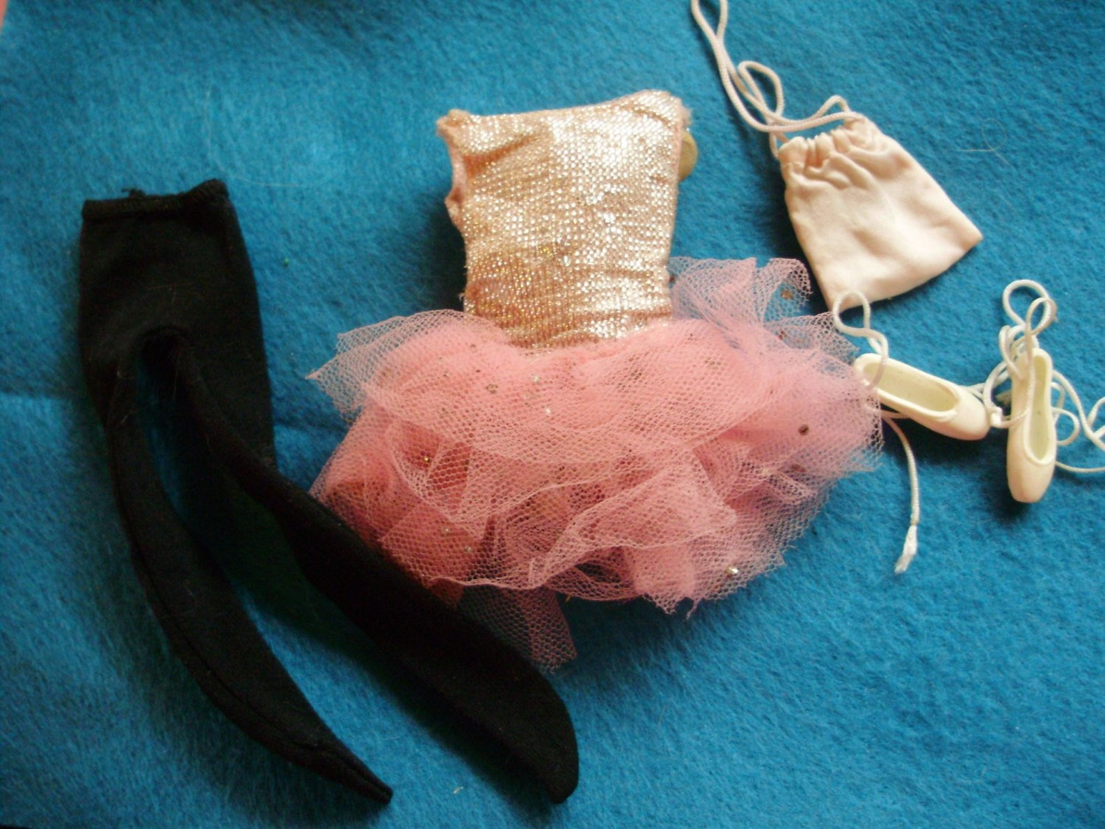 1964 skipper *ballet class* #1905 -metallic tutu w/ pink tulle, black tights, satin shoe bag & ballerina slippers -vintage barbi