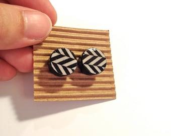 Wood Stud Earrings,Round Stud Earrings,Painted Wood Faux Plugs, Fake plugs Earrings, Chevron Wooden Earrings, Black and White