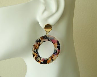 Multi colored tortoise shell acrylic hoop pierced earrings, circle earrings, trendy jewelry, boho chic, resin earrings, large hoop earrings