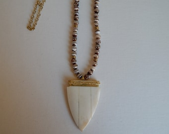 Tibetan agate necklace with beige arrowhead and gold fringe pendant, bone pendant, long necklace, boho chic, beach boho, fringe necklace