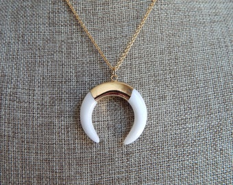 White double horn pendant necklace with gold chain, beach boho, layering necklace, boho style, summer jewelry