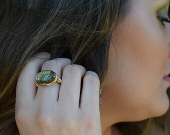 Gold wire wrapped labradorite ring, boho style, everyday ring, festival chic jewelry, nugget ring, neutral, trendy jewelry, gray and gold