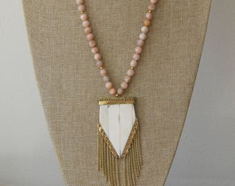 Peach sunstone necklace with beige arrowhead and gold fringe pendant, bone pendant, long necklace, boho chic, beach boho, fringe necklace