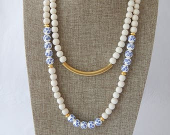 Chinoiserie beads with white wood beads and gold brass, beach boho, bohemian style, summer fashion, blue and white necklace