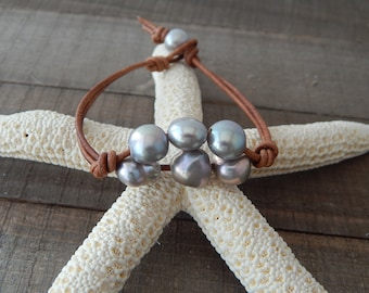 Hand knotted leather bracelet with gray pearls, boho style, pearl on leather, beach boho, festival chic, resort jewelry, baroque pearls