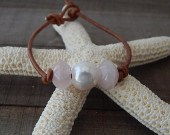 Pearl and rose quartz leather bracelet, boho style, pearl on leather, beach boho, festival chic, resort jewelry, pink gemstone