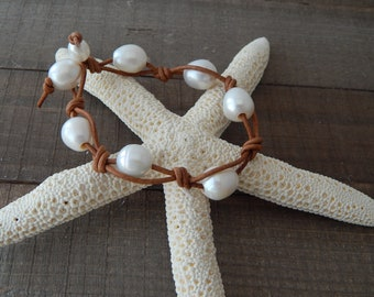 Hand knotted pearl leather bracelet, boho style jewelry, pearl on leather, beach boho, festival chic jewelry, greek leather, summer jewelry