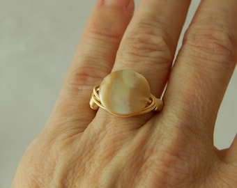 Gold wire wrapped mother of pearl ring, boho style, everyday ring, festival chic jewelry, trendy jewelry, summer jewelry, beach boho ring