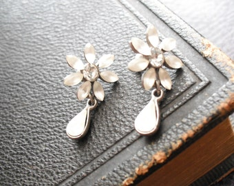 Mikey daisy earrings 90s vintage
