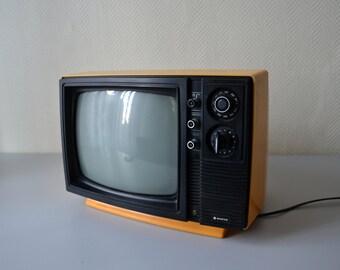 c5aa02ced7 Télévision Vintage Tv Sanyo 12 T26OU / TELEVISEUR noir et blanc / carter  orange années 70 / en état de marche