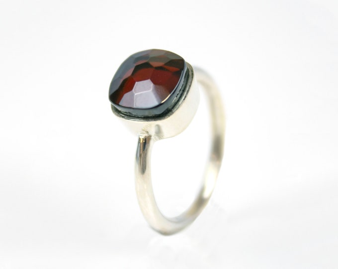 LIMITED EDITION - Sucrée Collection | Ring | Garnet | Small Model