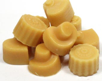 Warm Gingerbread Handmade Premium Quality Highly Scented Wax Melts for Oil Burners. 10 x 5g Melts in each pack