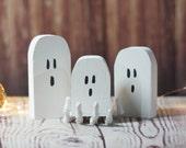 Mini Halloween Ghosts, Rustic Halloween Decor, Primitive Ghost, Wooden Ghost, Primitive Halloween, Haunted House, Halloween Decor