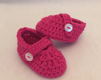 hand made crochet baby maryjane booties shoes pink cerise baby photo prop  baby shower gift present