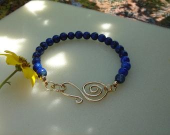 Lapis lazuli bracelet, gold 585, with parislodging closure, very classy!