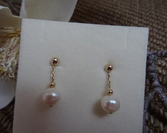 Gold Earrings with fresh water Pearl, timelessly elegant in 585 gold filled