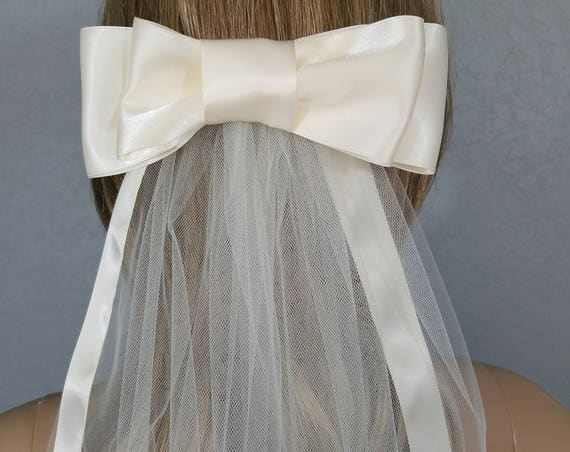Ivory Bridal Veils, Wedding Veil, Bridal Veil, Bow Veil, Ribbon Edged Veil, Ribbon Veil,  Bridal Veils, Short Veil, Veil, Veils, Bridal Vail