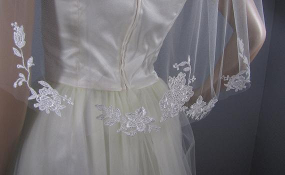 Ivory Lace, Wedding Veil, Bridal Veil, Floral Veil,  Lace Veil, Short Veil, Simple Veil, Wedding Vail, Elegant Veil, Wedding Vale, Lace Vail