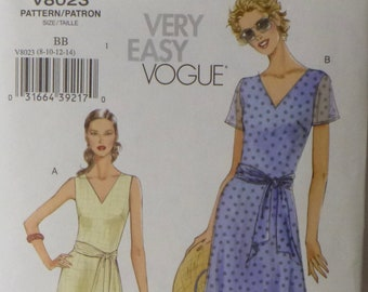 Very Easy Vogue V8023 from 2005, Misses Dress, Szs 8-14, Soft Fit and Flare Shape, Summer Dressing, Chiffon, Linen, Crepe, Original Folds