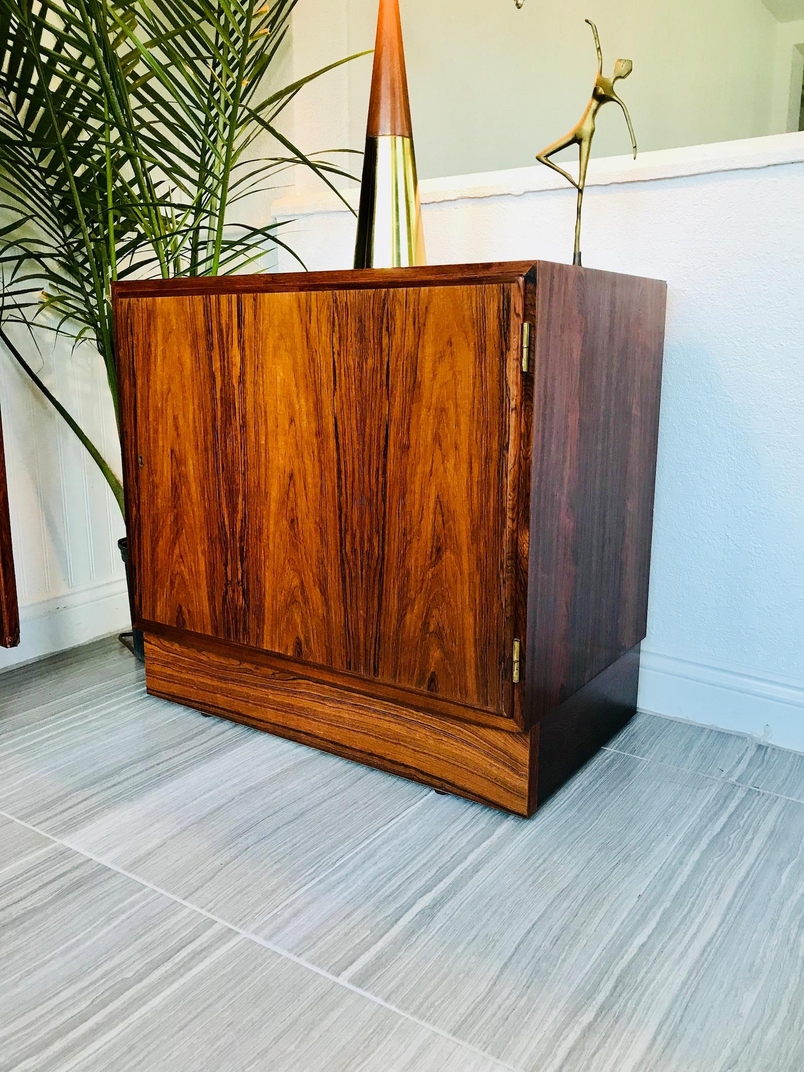 Picture of: Mid Century Bar Cabinets Bar Scene Decor
