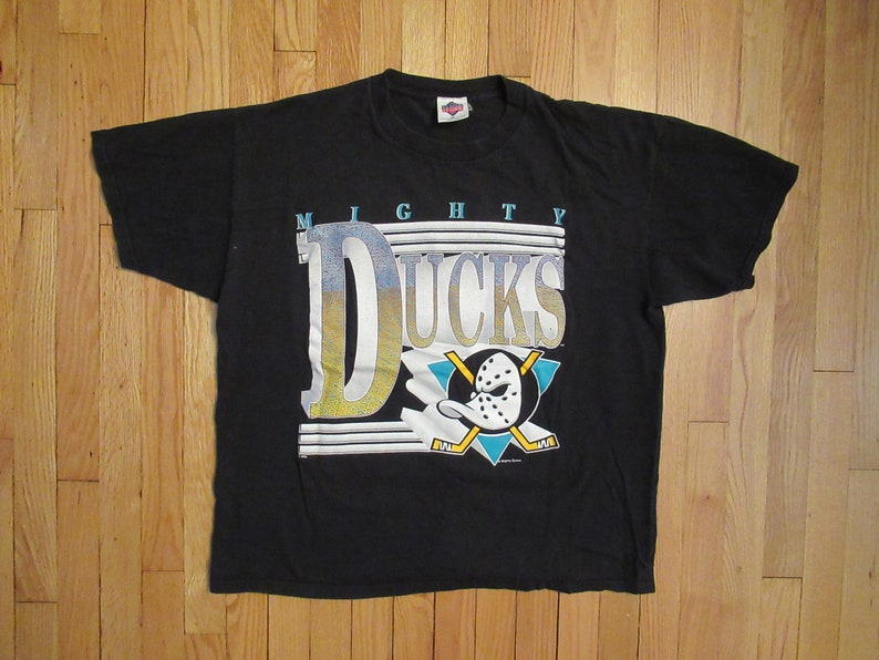 00204613a Rare Vintage Mighty Ducks Hockey T-Shirt Size XL Big Logo NHL
