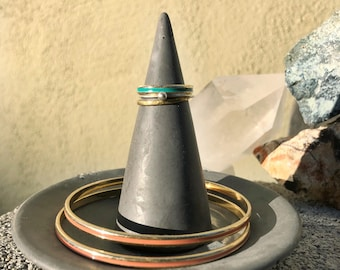 Concrete Cone Ring holder Charcoal Pigmented