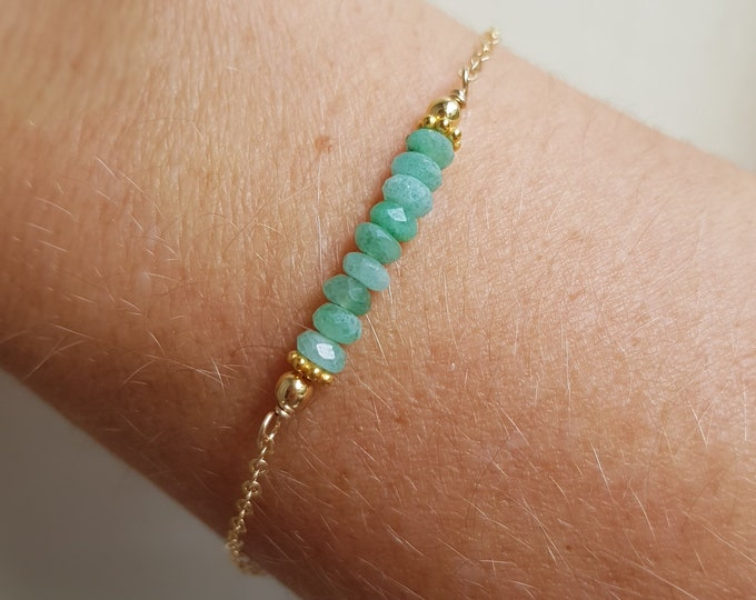 Tiny Emerald bracelet 18K Gold fill - minimalist stacking bracelet - May Birthstone jewellery gift - Chakra - Yoga Jewelry gift