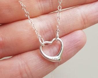 Sterling Silver heart choker necklace open heart necklace small simple floating Silver heart choker dainty pendant Valentine jewellery gift