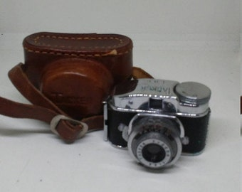 Flash 50% off sale Vintage Rare 1946 Tacker Miniature Camera & Case