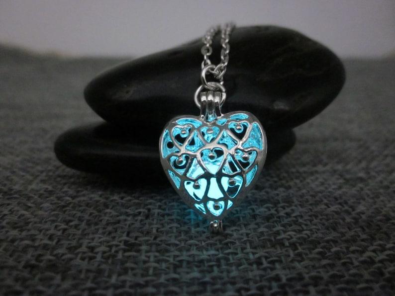 2f834e15c1 Placcato argento incandescente cuore collana, Glow In The Dark collana,  incandescente collana, leggenda di zelda collana, collana di zelda,  bagliore ...