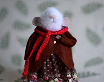 felt mouse, white felted mouse, miniature mouse.Little mouse felted wool.