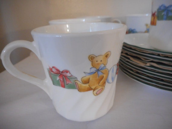 """Corelle /""""Holiday Magic/"""" Cups Christmas One Set of 4 Cups and Saucers"""