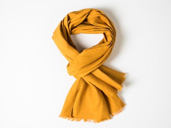 Écharpe en lin pour homme foulard en lin jaune moutarde   Etsy 3500dbe2efaf