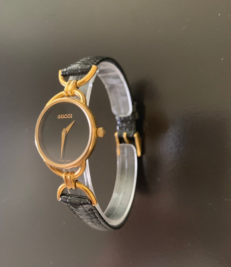 104a76e2b43 Gucci wmns beautiful gold-blk watch fits up to 7 wrist