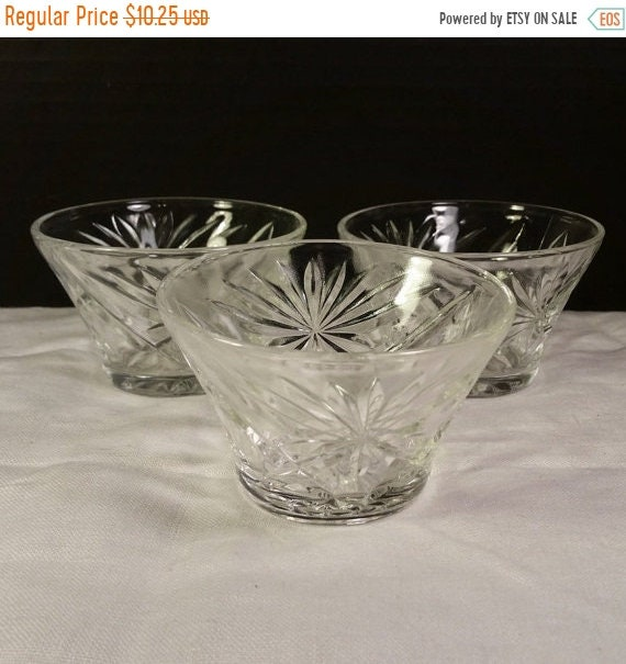 Sale Clearance Trio Small Clear Crystal Dishes Vintage Bowls Star Pattern Set of 3 Short Crystal Condiment Relish Sundae Trinket Dishes Crys