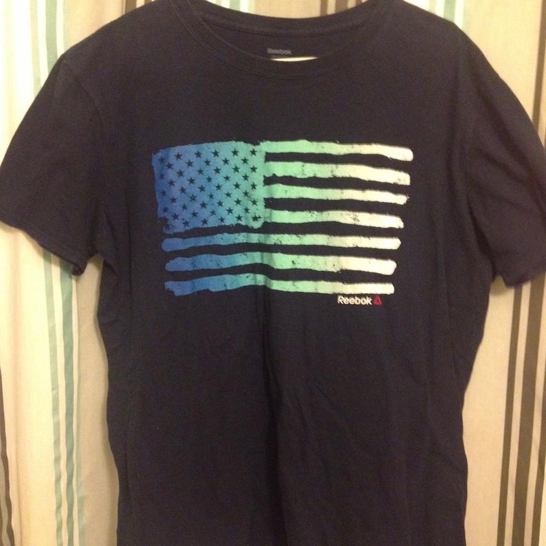 b67857e1cebb8 FREE SHIPPING!!! Vintage Reebok American Flag 100% Cotton Distressed Hombre  Stripes Knit Tee Shirt Size L