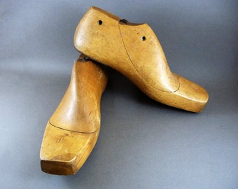 Wooden shoetrees, 50s french vintage, Pair of shoe lasts, Solid wood shoe lasts, Dressing room supply, Hipster fashion