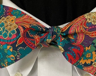HOT PAISLEY Bow Tie: Liberty of London cotton, self tie, handmade, for well-dressed people;